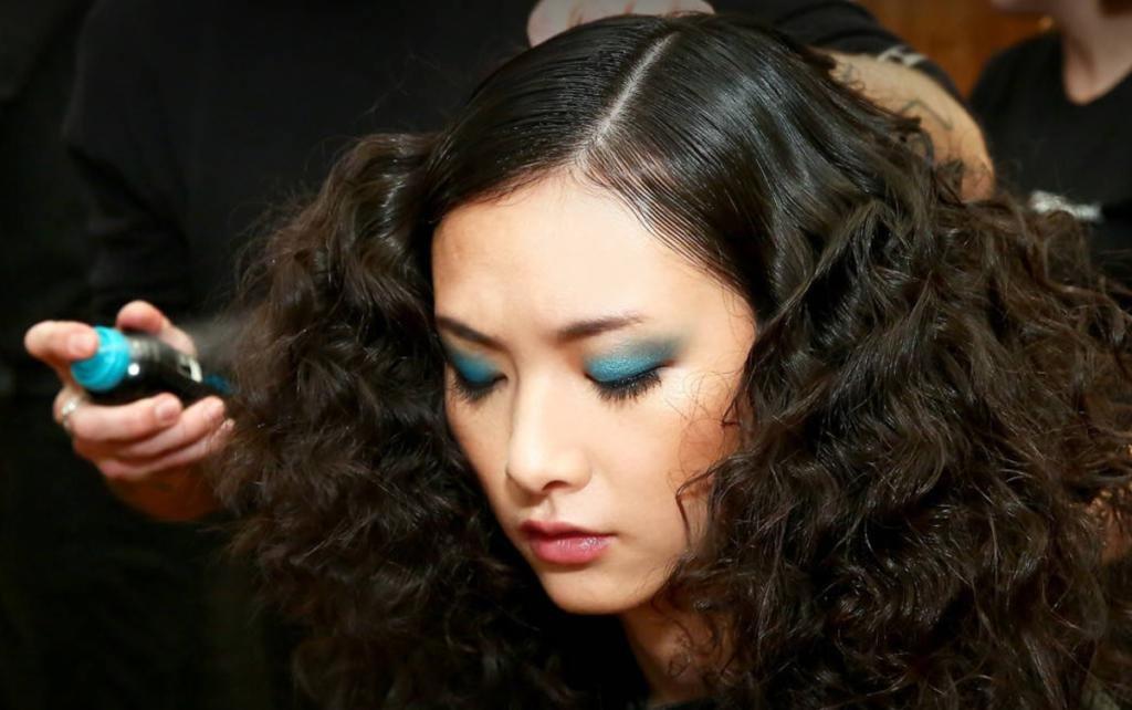 укладка крупные локоны на длинные волосы