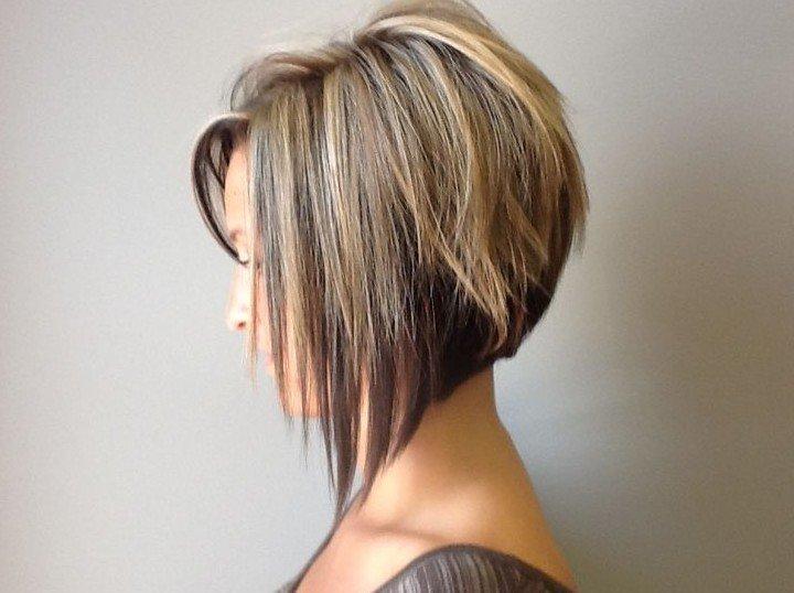 градуированная стрижка на средние волосы без челки