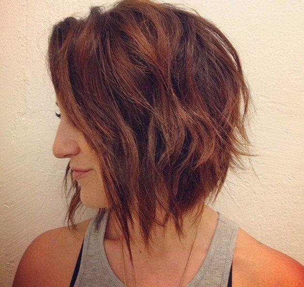 градуированная стрижка на волосы средней длины
