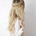 Варианты плетения косы с распущенными волосами