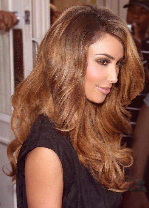 Ким Кардашьян с миндальным цветом волос
