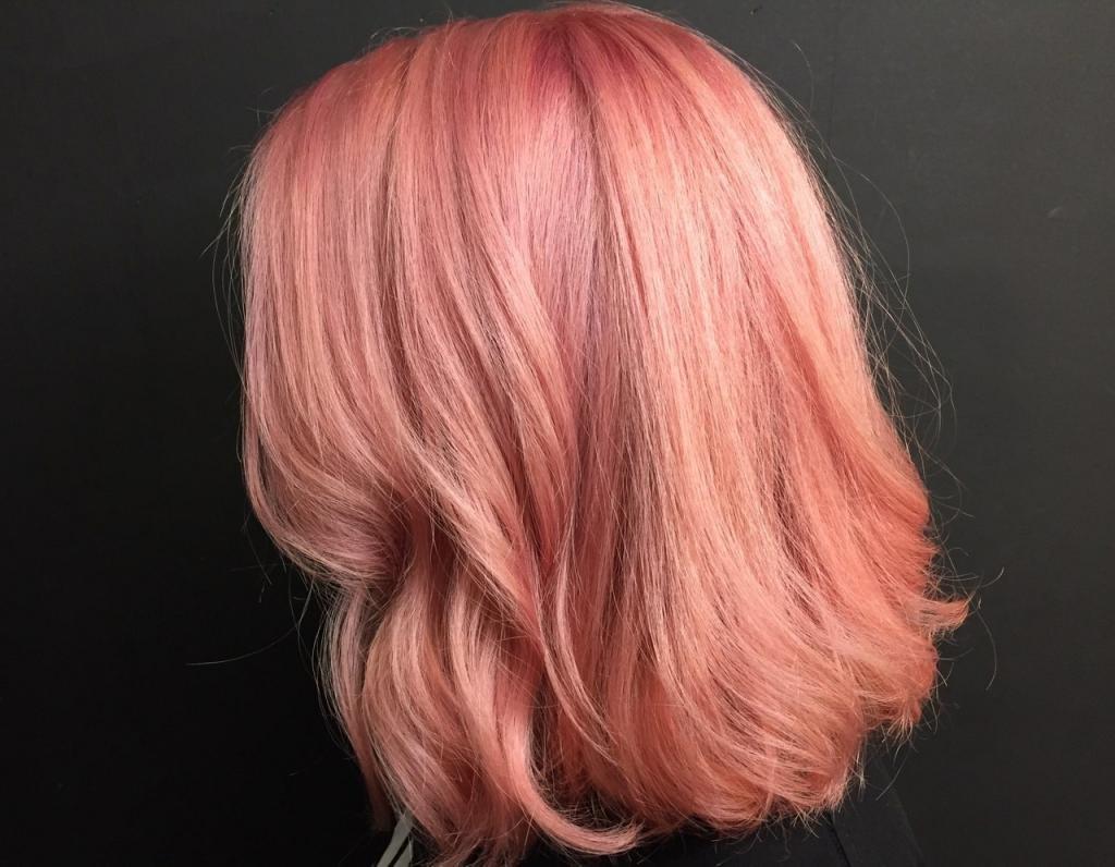 Розовый с рыжим оттенком
