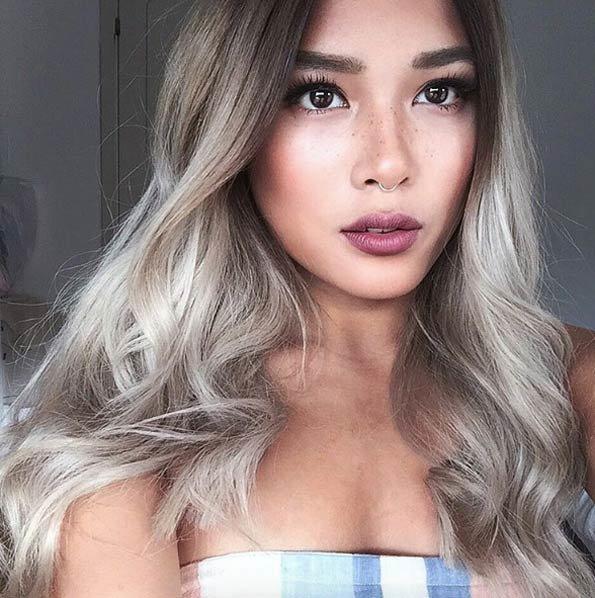 Серо-платиновое омбре на волосах