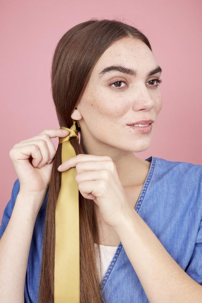 Как заплести косу с лентой?