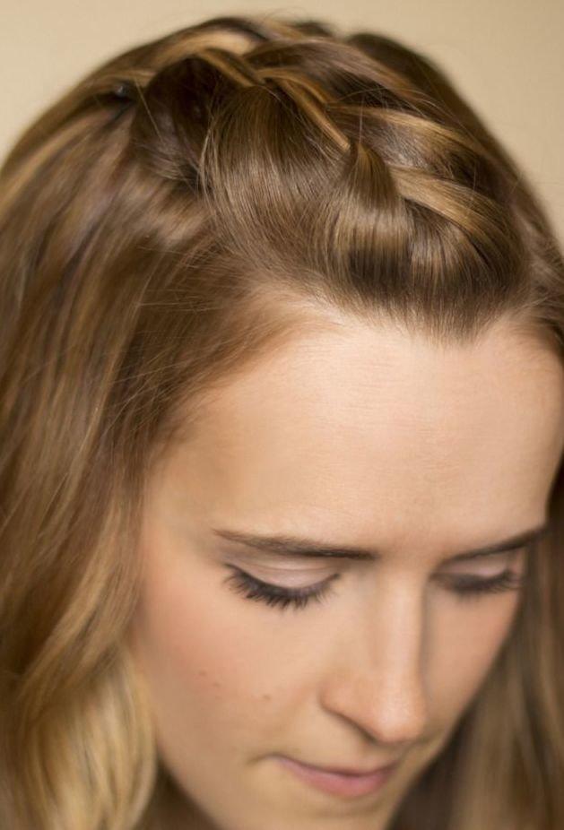 Коса, заплетенная назад