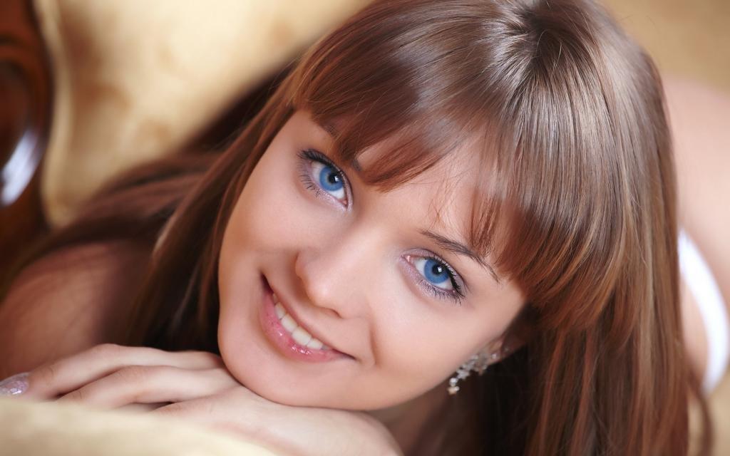 девушка с синими глазами