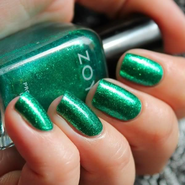 Ярко-зеленый лак для ногтей
