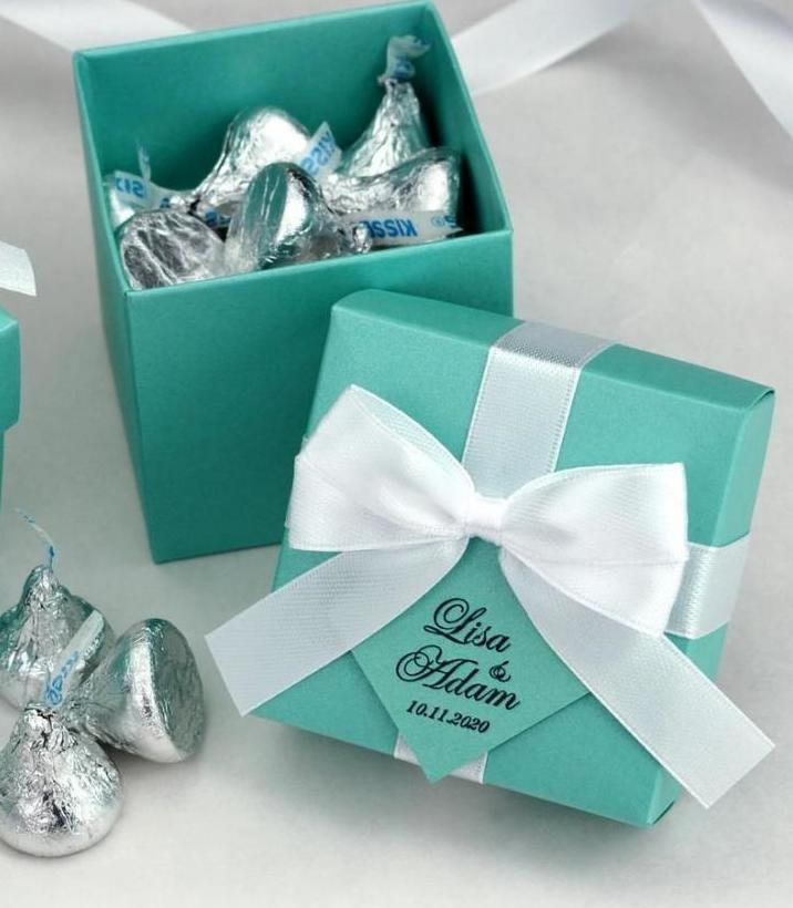 На подарочной коробке.