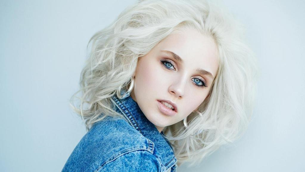 Красимся в блондинку без желтизны
