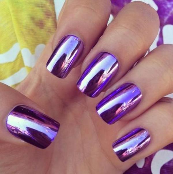 Зеркальный фиолетовый маникюр