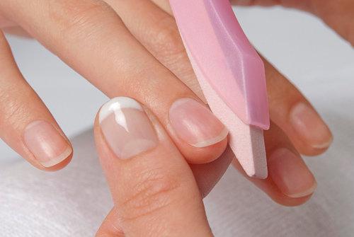 подпиливание ногтей перед нанесением лака