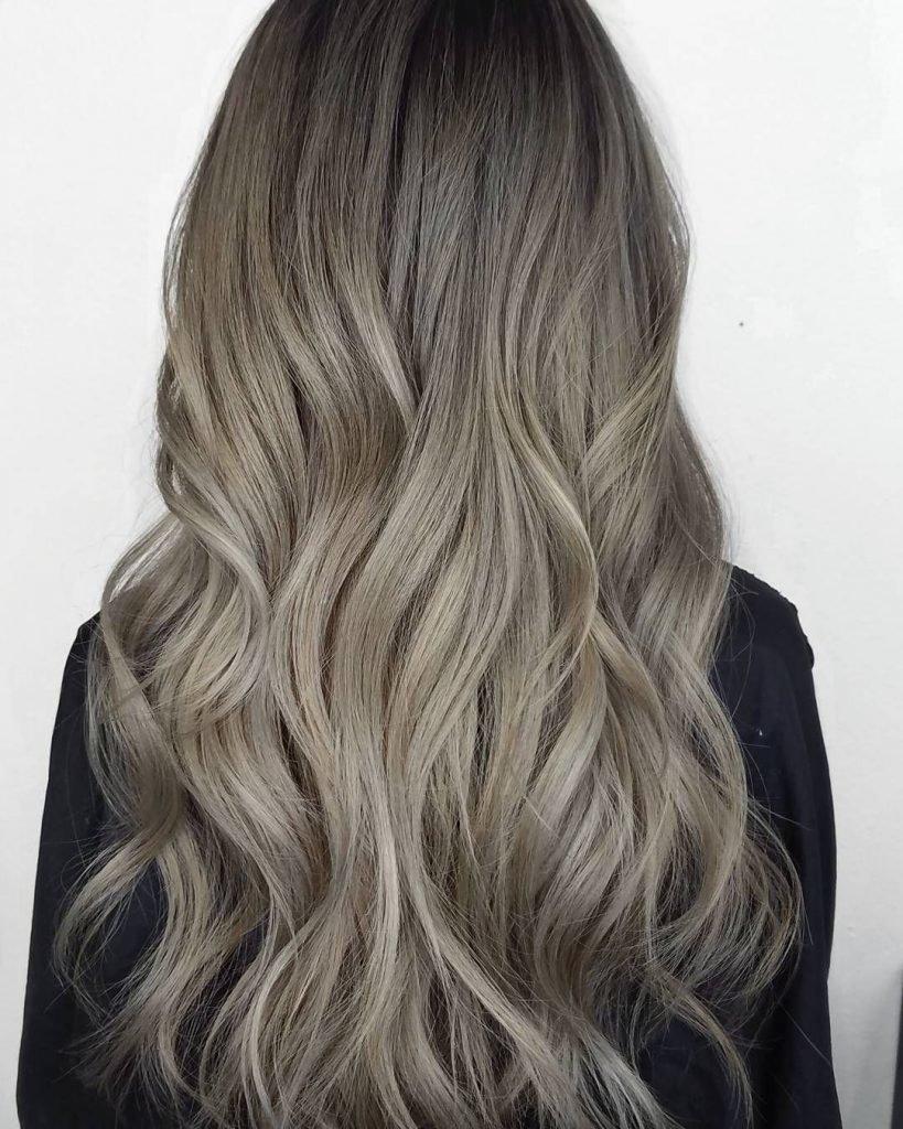 Растяжка цвета на длинных волосах