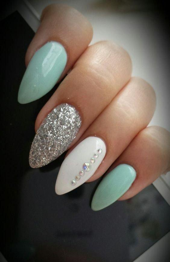 маникюр на короткие ногти в пастельных тонах