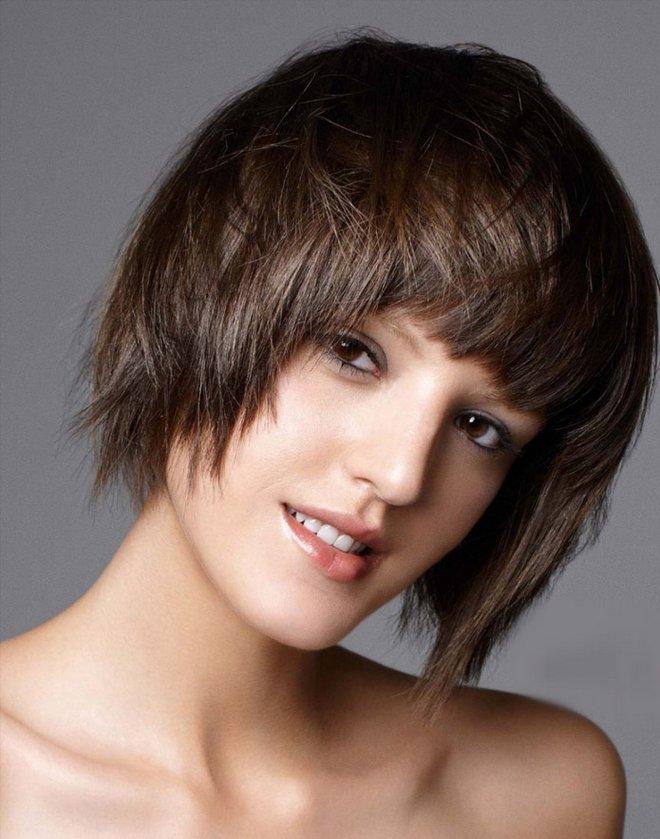 Прическа на коротких волосах - каскад