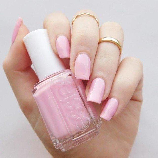 розовый лак для ногтей