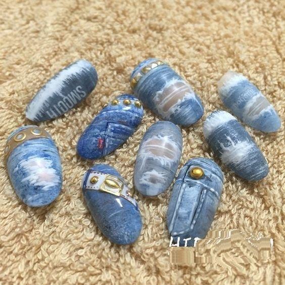 разный джинсовый маникюр