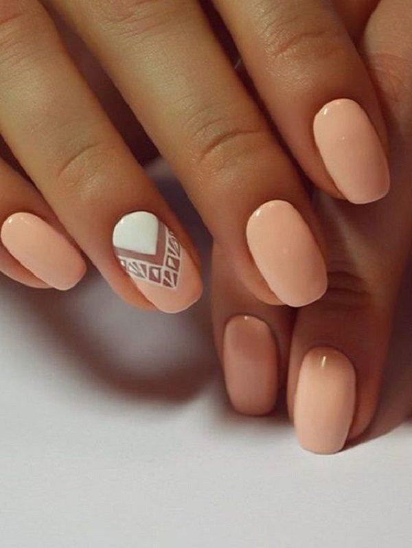 бежевые ногти с геометрией