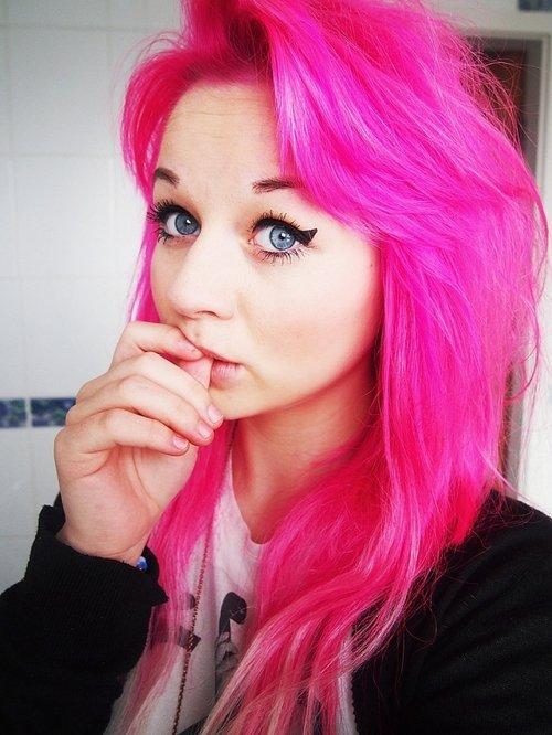ярко-розовые волосы