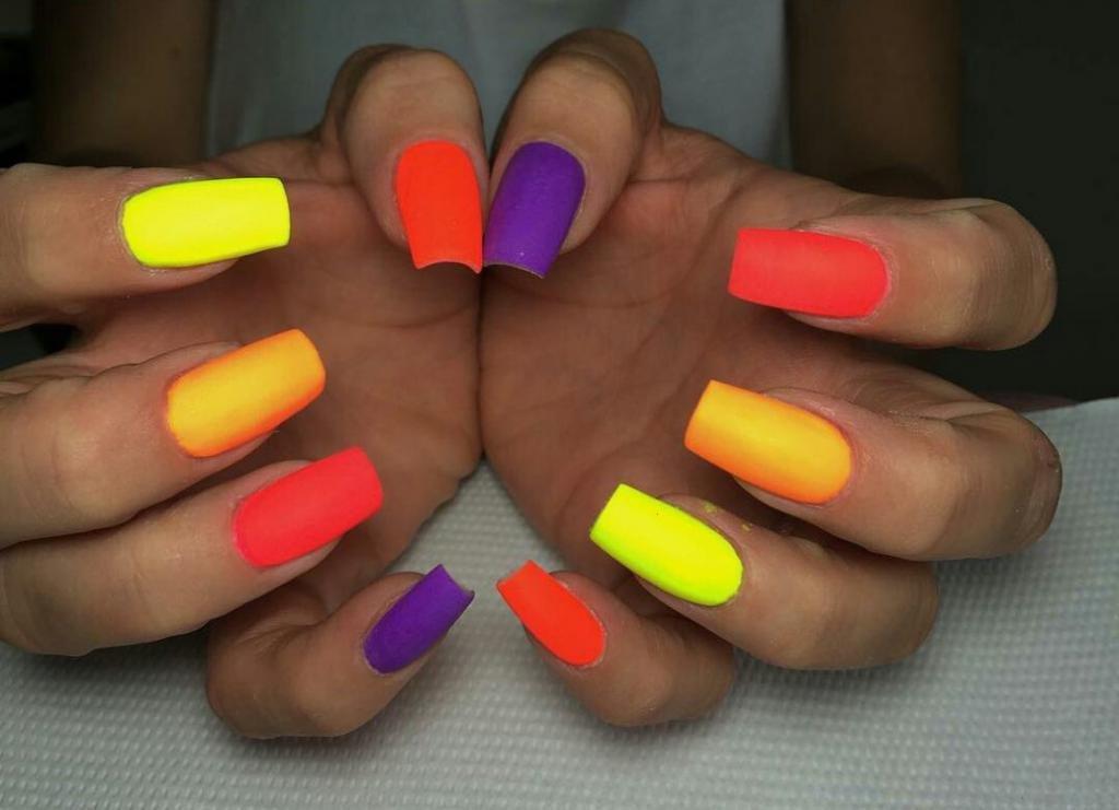 разноцветный маникюр фото