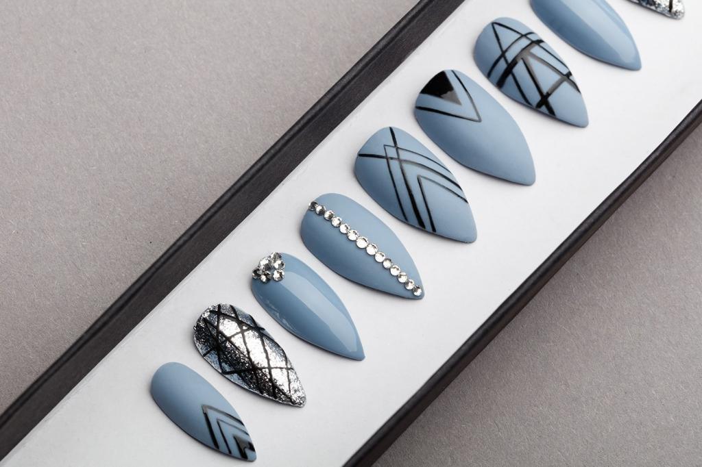 голубой дизайн ногтей