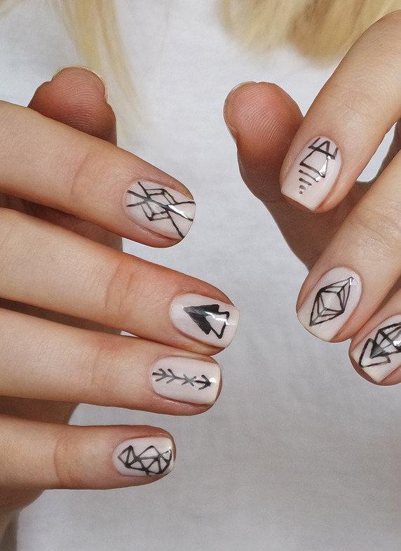 геометрический принт на ногтях