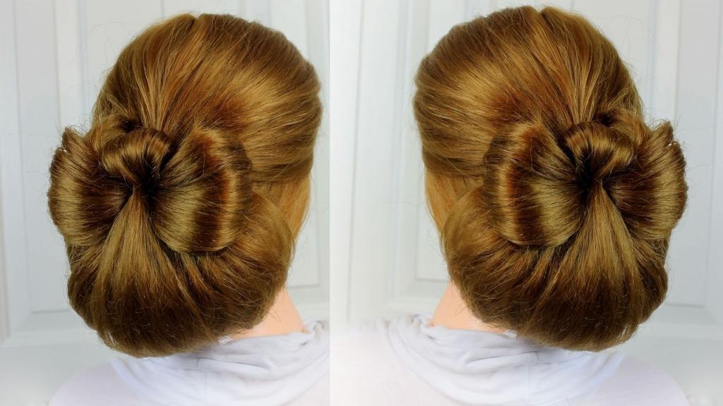 Собранные волосы с бантом
