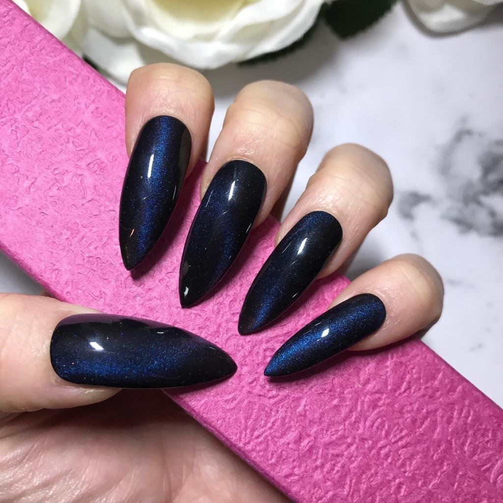 Кошачий гель-лак на ногтях