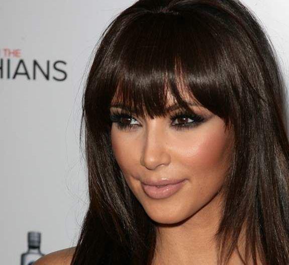 Ким Кардашьян с прямой челкой