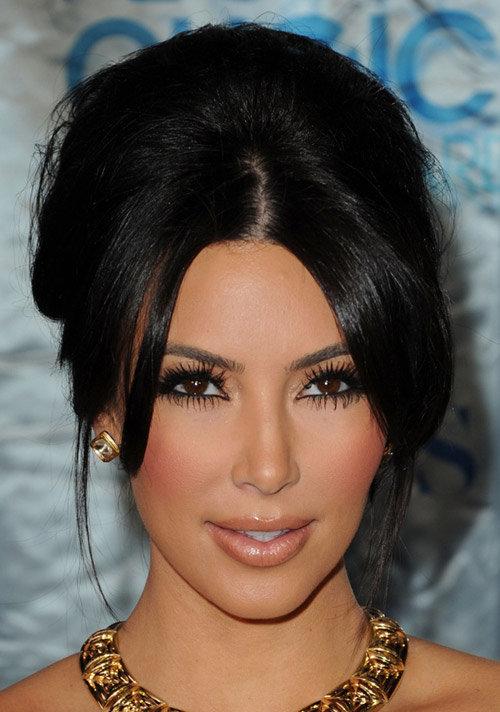 Ким Кардашьян с челкой по бокам