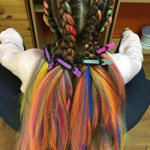 Вплетение разноцветных прядей