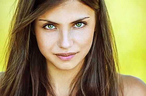 русые волосы под зеленые глаза