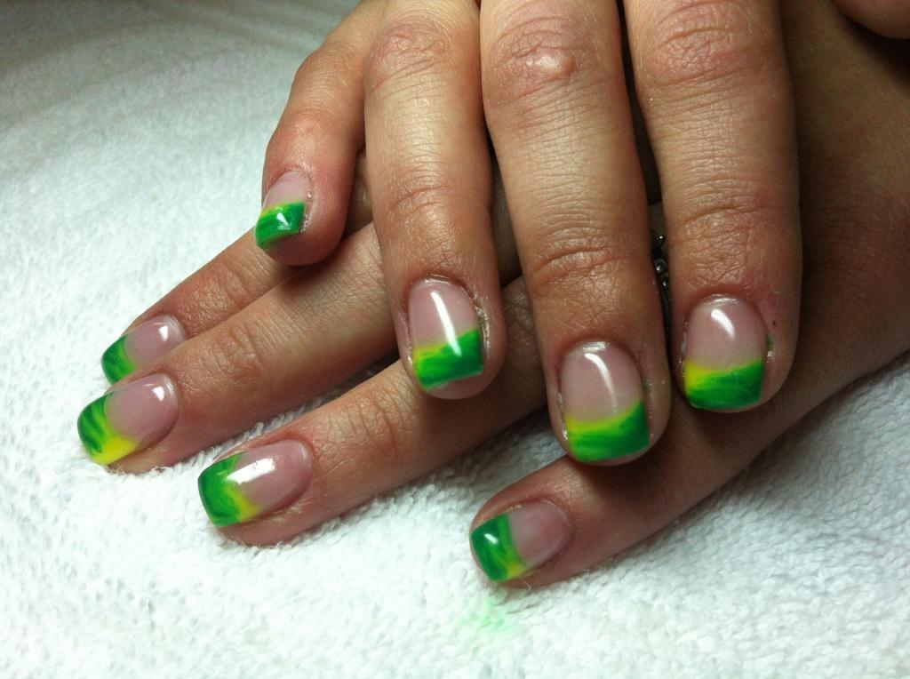 Салатовый и зеленый цвета