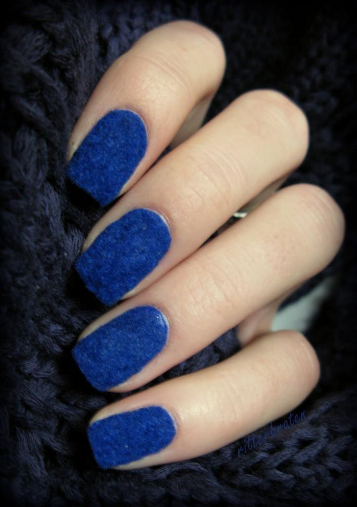 Синий маникюр