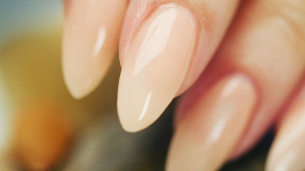 Ногти в форме миндаля