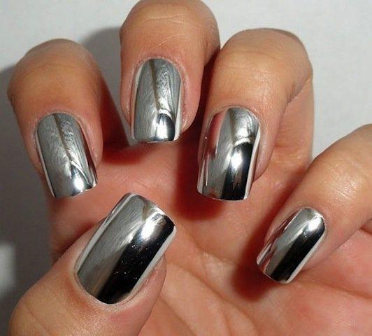 дизайн ногтей с эффектом металлик