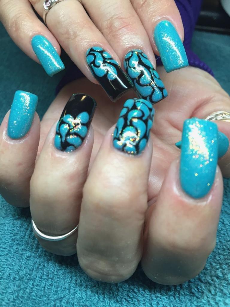 бирюзовые ногти с рисунком