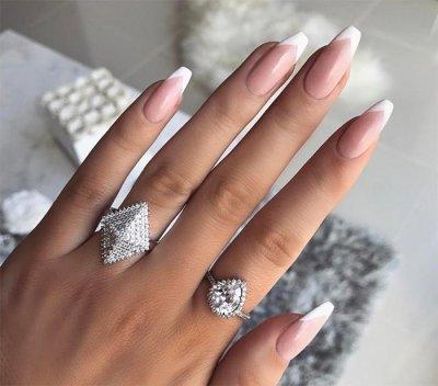 Френч на овальных ногтях: пошаговая инструкция выполнения, классические нейтральные цвета, использование шаблона, модные идеи с фото
