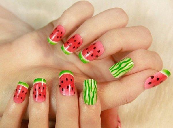 арбуз на ногтях