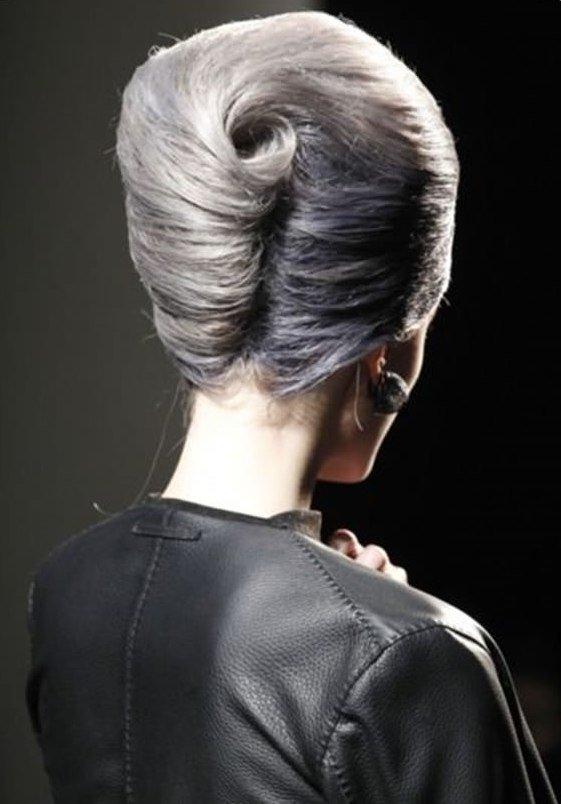 прически с валиком для волос пошагово
