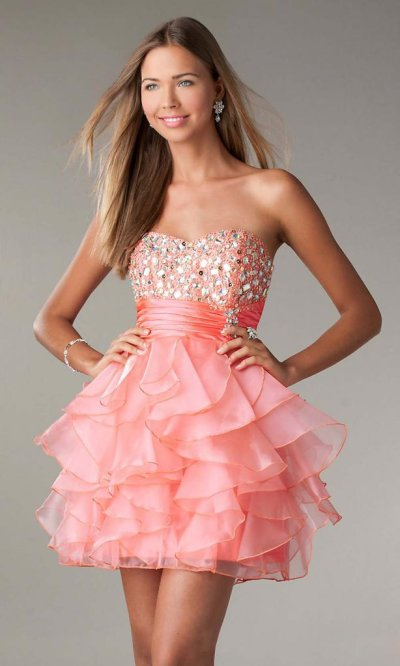 Маникюр под коралловое платье: модные идеи, виды дизайна, фото