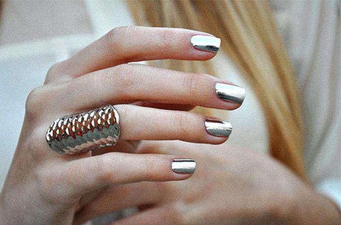 металлик на коротких ногтях