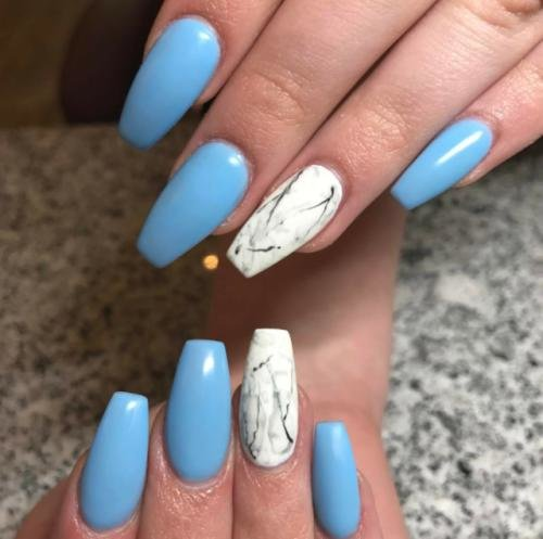 Голубые ногти с мрамором