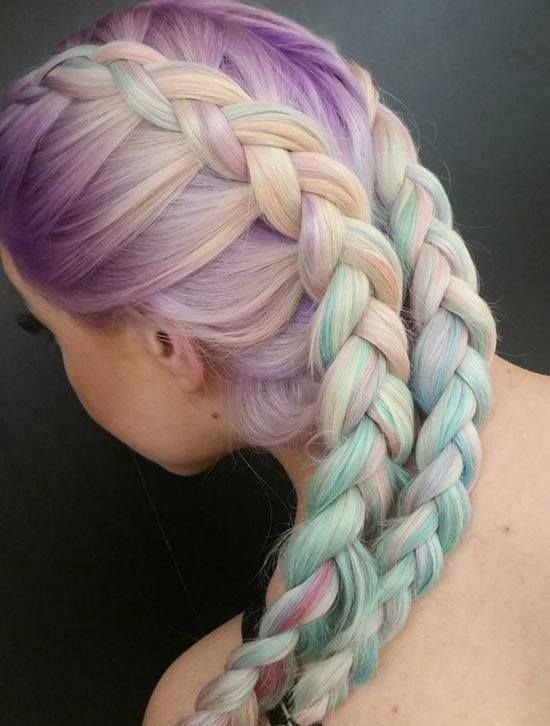 Цветные мелки на волосах