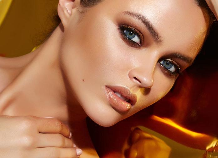 Яркие женские глаза