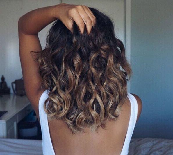 Как сделать модные кудри на средние волосы