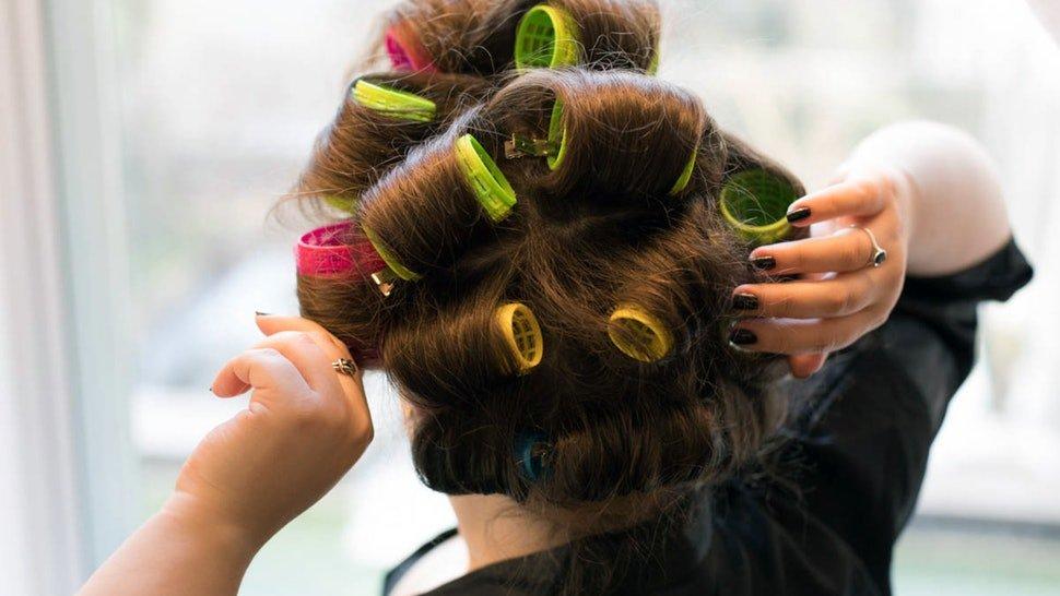 Завивка на бигуди на средние волосы