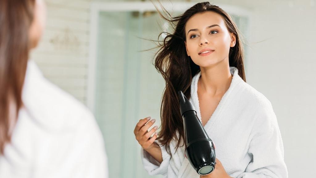 как уложить длинные волосы феном