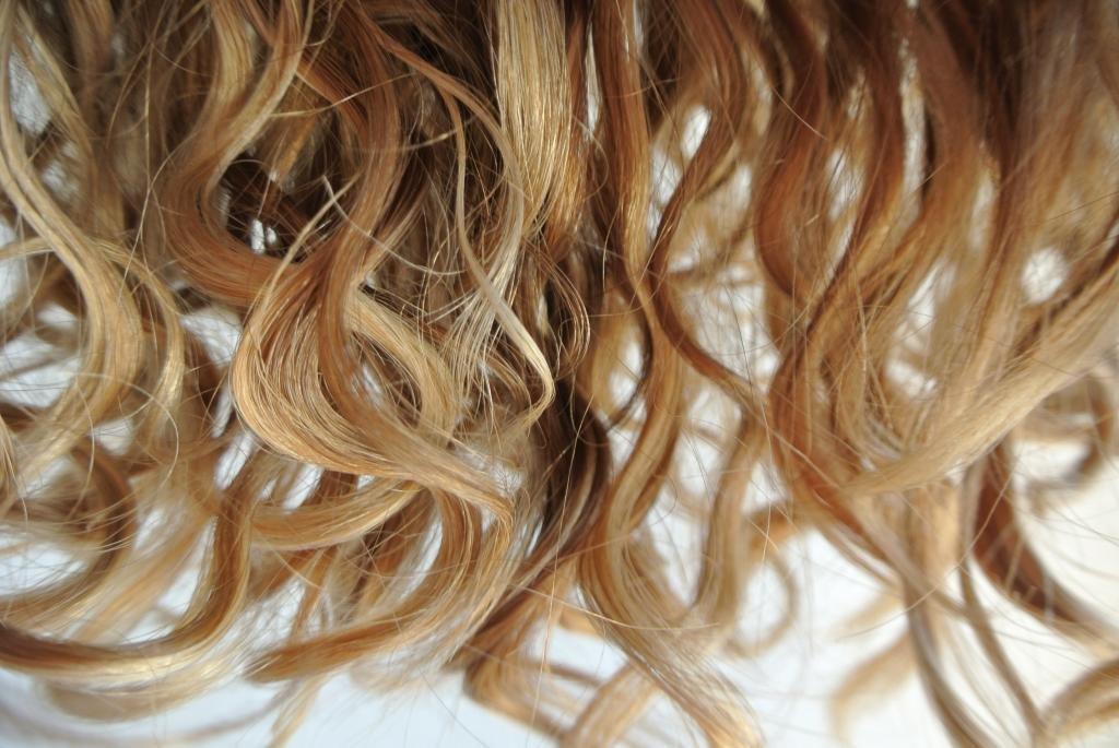 Как накрутить волосы волнами без плойки