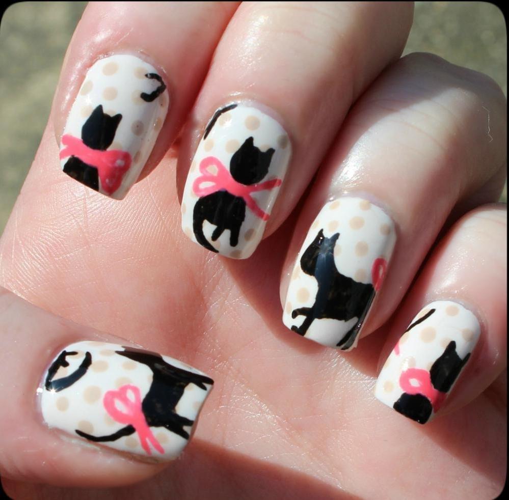 кошки на ногтях