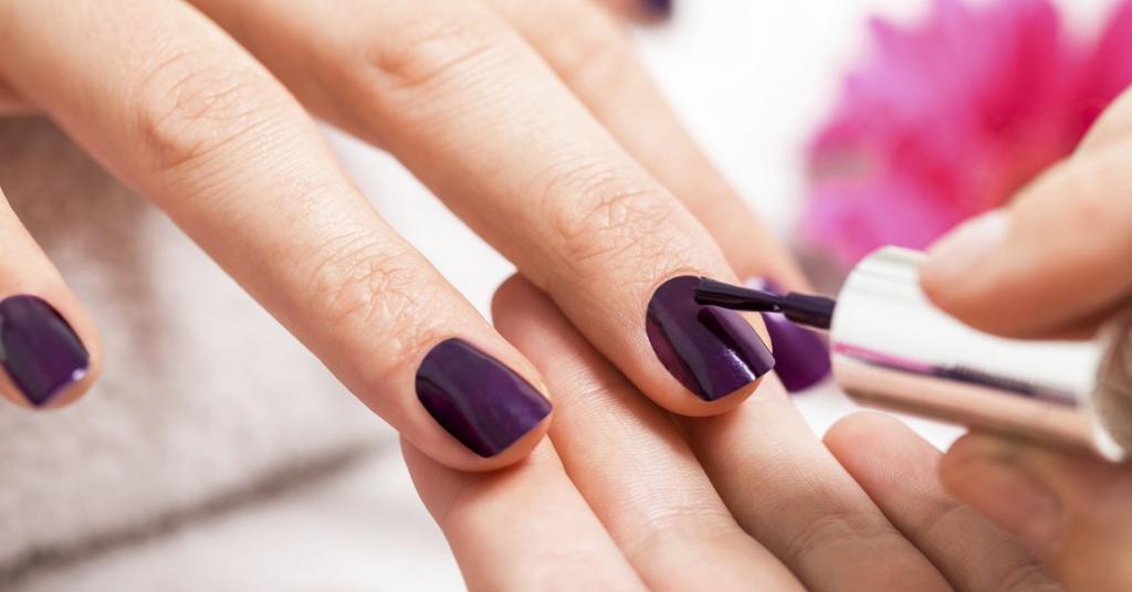 Сливовый маникюр: красим ногти